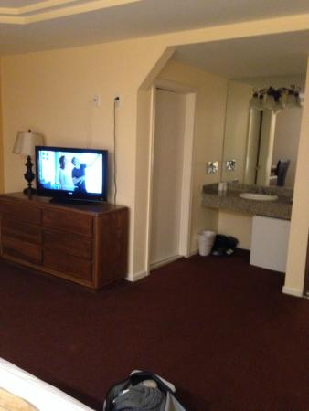 Wilshire Crest Hotel: Spacious rooms