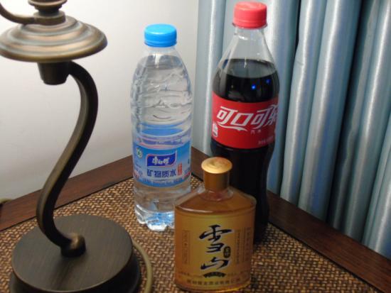 Jingshan Garden Hotel : bedside
