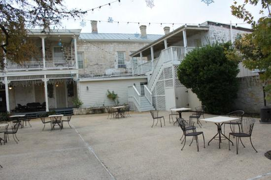 Ye Kendall Inn : Courtyard - High Country 1 & 2 upper right
