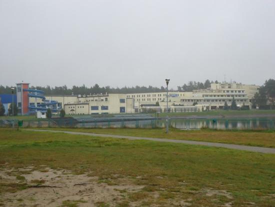 Hotel Wodnik: widak na hotel od strony zalewu