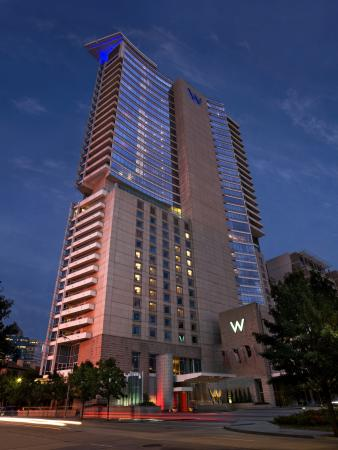 W Dallas Victory Hotel: Exterior At Night