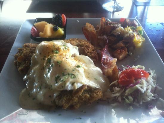 Peli Peli Vintage Park: Chicken Fried Steak and Eggs!