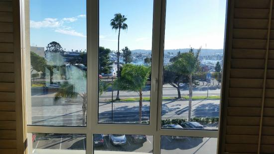 Holiday Inn San Diego-Bayside : View from large shuttered window