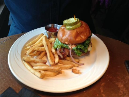 Bowman's Tavern: Bowman's Burger