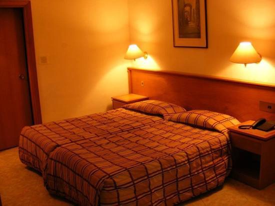 Bernard Hotel: ROOM