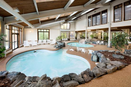The Summit Resort: Pool view