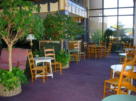 The Landmark Inn: Continental Breakfast Seating