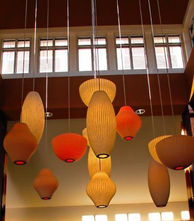 Hilton Garden Inn San Mateo: Lobby, bar and restaurant