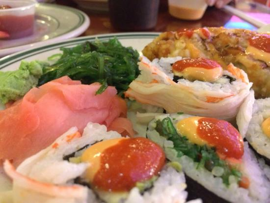 Royal Buffet: Fresh hand made sushi