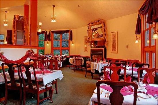 The Grand Hotel Nanaimo: Cornerstones Restaurant