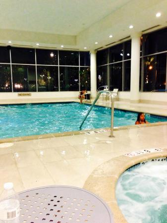 Embassy Suites by Hilton Ontario-Airport: Indoor heated pool area