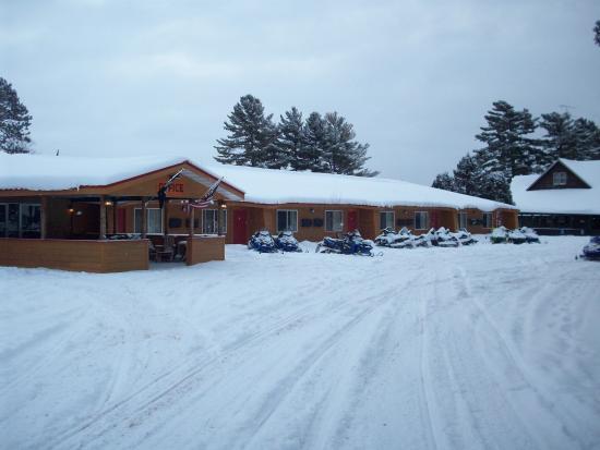 Hiawatha Lodge Inn: Welcom winter and snowmobilers!