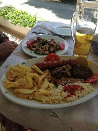 Nikos Restaurant: Mixed Grill and Octopus Salad