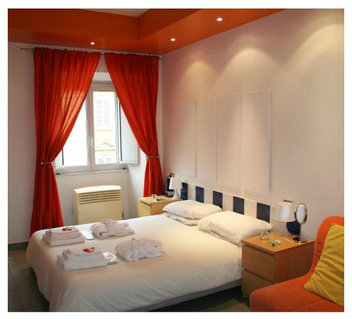 Gli Scipioni Bed & Breakfast : orange