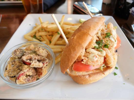 Karl Strauss Brewing Company: Shrimp po'boy