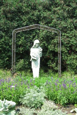 Druid statue near Italian garden - Picture of Rotary Botanical ...