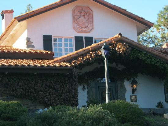 Erna's Elderberry House : Front entrance to Elderberry House Restaurant