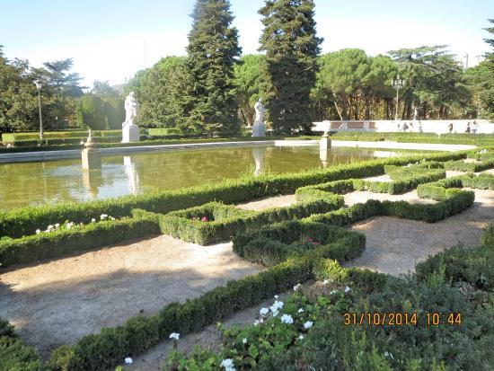 Jardim picture of jardines de sabatini madrid tripadvisor for Jardines sabatini