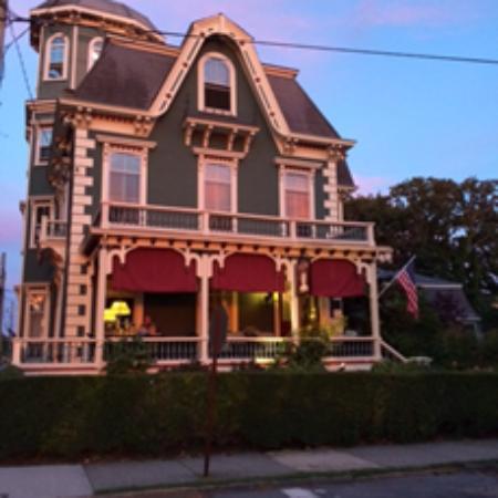Sarah Kendall House: Sarah Kendall  B& B
