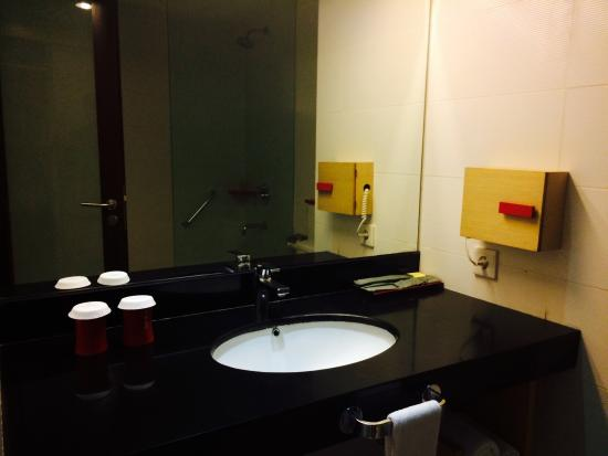 Bathroom picture of hotel santika premiere dyandra medan tripadvisor Premiere bathroom design reviews