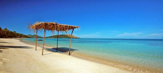Nacula Island, Fiji: beach strolling