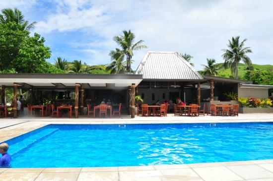 Blue Lagoon Beach Resort: Lovely outdoor dining around pool