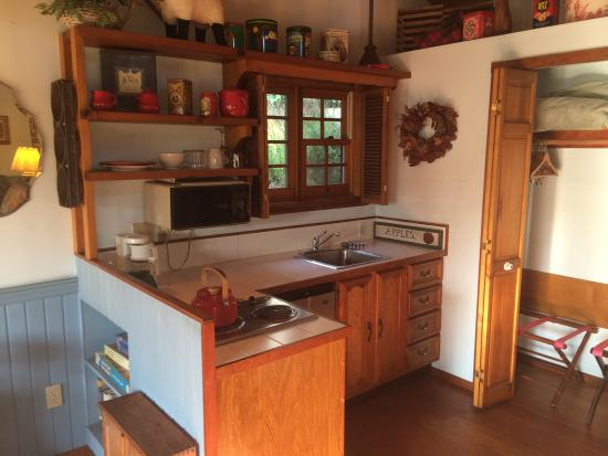 North Coast Country Inn: Quilt kitchen area, dishes, glasses, silverware, coffee maker, stove and fridge!