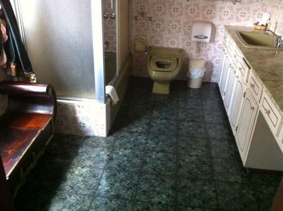 Sol de Quito: bathroom
