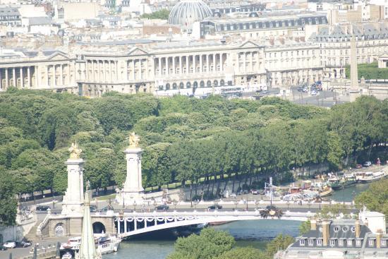 París, Francia: Paris. Pont Alexandre-III depuis la Tour Eiffel, Place de la Concorde.