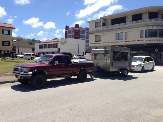 Mosa's Joint, このトラックとトレーラーがMosa's HOT BOX