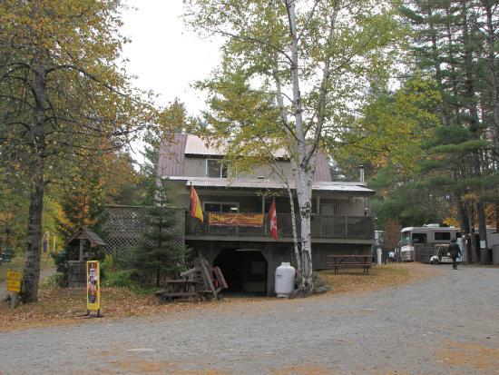 Twin Mountain KOA: Kampground office