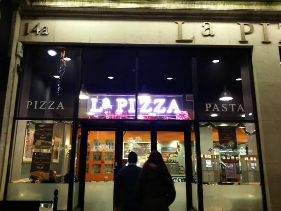 La Pizza: I pity the people entering. Should have warned them!