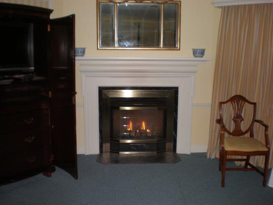 Williamstown, MA: beautiful fireplace room