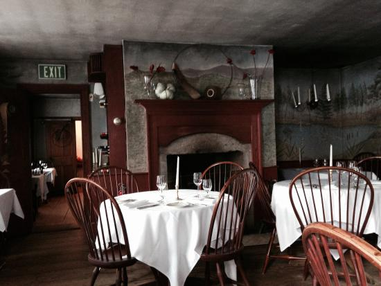 The Old Inn on the Green: Candle lit dining room for romantic dinners