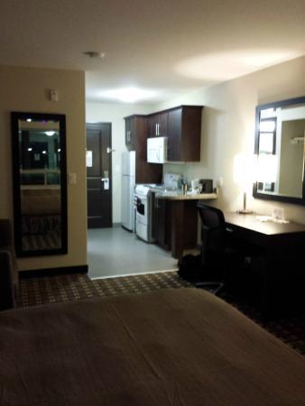 Western Star Inn & Suites: King standard suite