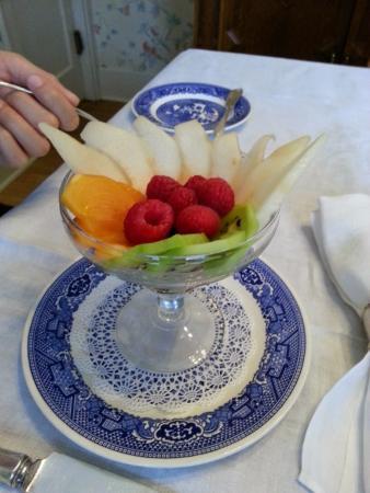 Garden Wall Inn: Fresh Fruit