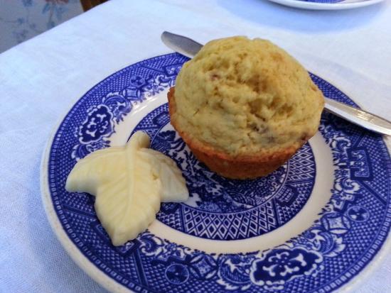 Garden Wall Inn: Cranberry muffin