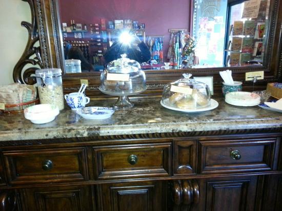 The Weinhard Hotel: Breakfast: oatmeal, granola, muffin, bagel, yogurt, juice, coffee