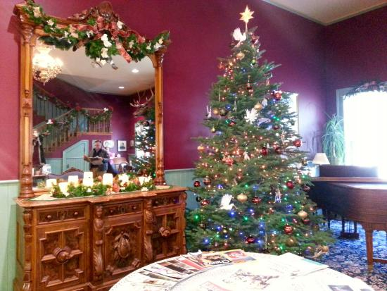 The Weinhard Hotel: Christmas lobby and piano