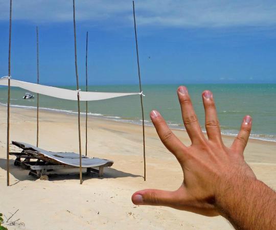 Vila Naiá: Tenda que os hospedes têm direito em frente a praia
