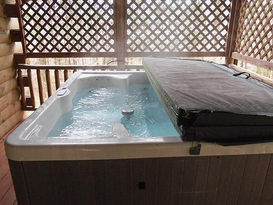 Nature's Pointe Cabins: Hot Tub