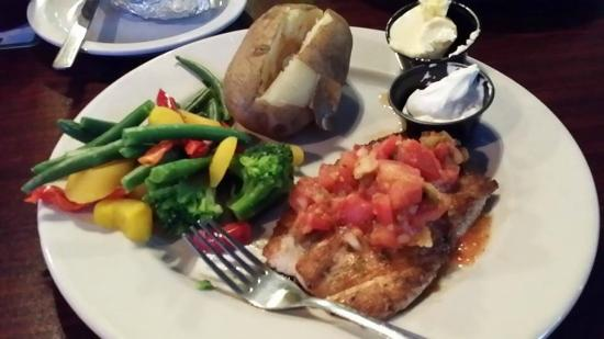 ‪‪Tom's NFL American Sports Bar & Grill‬: Mahi with mango salsa‬