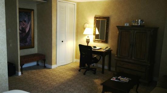 The Georgetown Inn: Foto del pequeño escritorio en la habitación