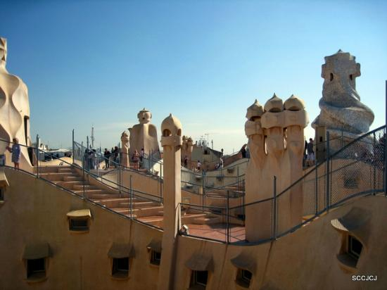 Casa Mila - La Pedrera: disguised  chimneys and ventilation