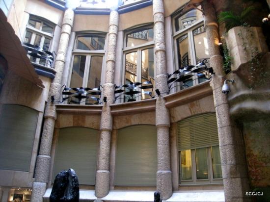 Casa Mila - La Pedrera: Lighted  patio
