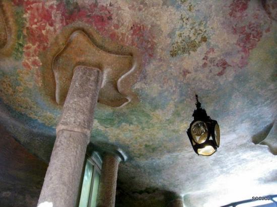 Casa Mila - La Pedrera: painted ceiling
