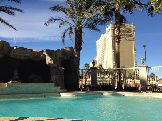 Comfort Inn & Suites Henderson: View from the warm bubbly jacuzzi