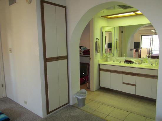 Pointe Condos at Tapatio Cliffs : Master bathroom
