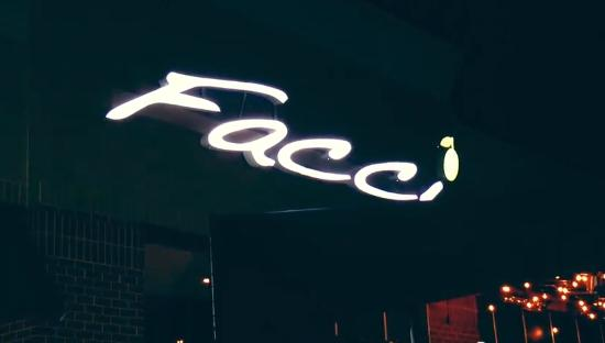 Facci Turf Valley: Facci outoor at night