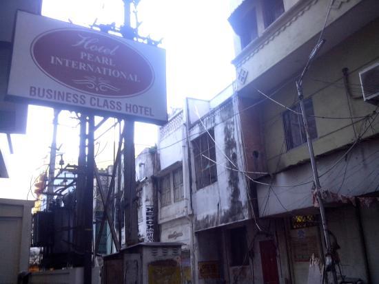 FabHotel Pearl: Hotel neighbourhood a slum